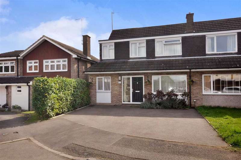 4 Bedrooms Semi Detached House for sale in Barn Mead, Doddinghurst