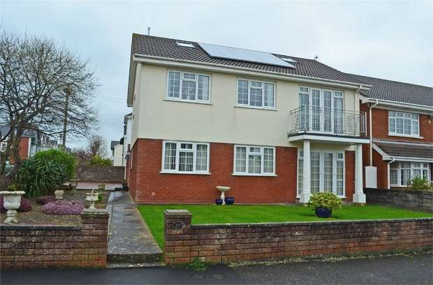 3 Bedrooms Flat for sale in The Green Avenue, Porthcawl, Mid Glamorgan