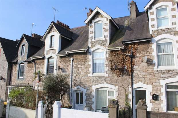 2 Bedrooms Flat for sale in Victoria Road, Torquay, Devon