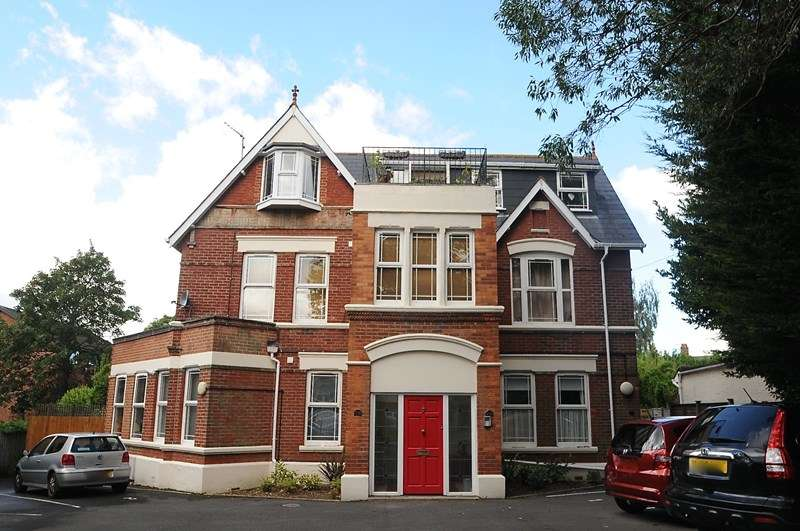 2 Bedrooms Flat for sale in St Peters Road, Lower Parkstone, POOLE