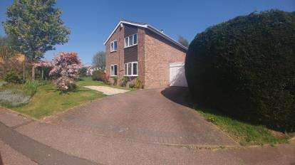 4 Bedrooms Detached House for sale in Rickyard Road, The Arbours, Northampton, Northamptonshire