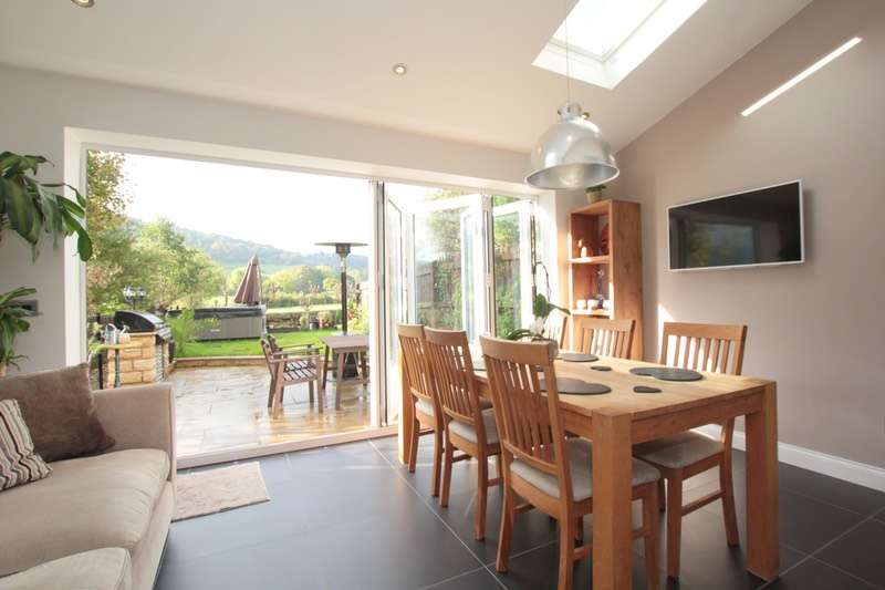 4 Bedrooms Town House for sale in Chapel Hill Road, Otley, West Yorkshire, LS21