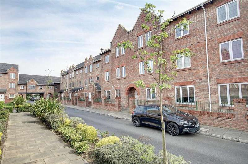 2 Bedrooms Apartment Flat for sale in Great Oak Drive, Altrincham, Cheshire