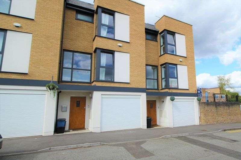 3 Bedrooms House for sale in Barclay Oval, Woodford Green