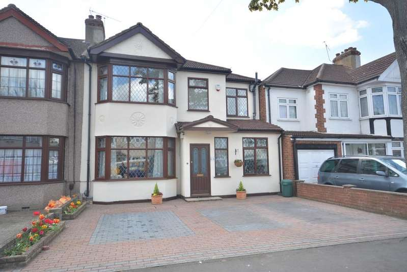 4 Bedrooms Semi Detached House for sale in Cecil Avenue, Hornchurch RM11