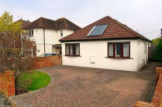 3 Bedrooms Chalet House for sale in Knaphill, Woking