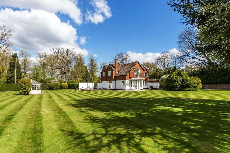 4 Bedrooms Detached House for sale in Ballards Lane, Limpsfield, Surrey, RH8
