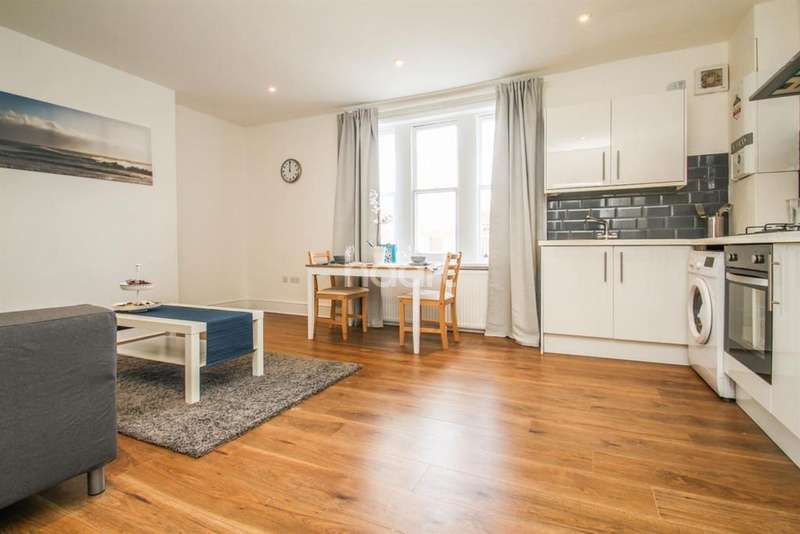 2 Bedrooms Flat for sale in Greyhound Lane