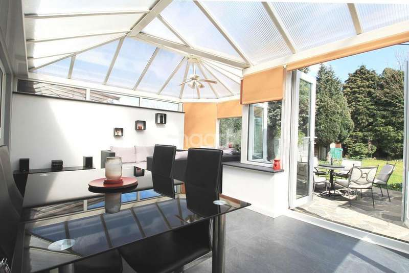 3 Bedrooms Bungalow for sale in Court Road, Orpington, Kent, BR6