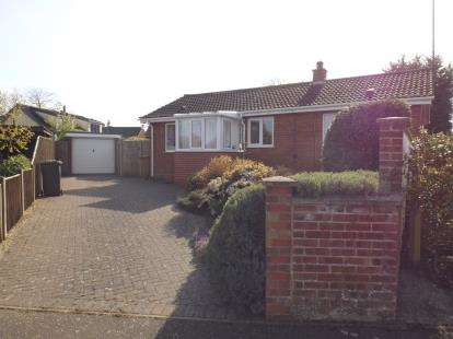 3 Bedrooms Bungalow for sale in North Walsham, Norfolk