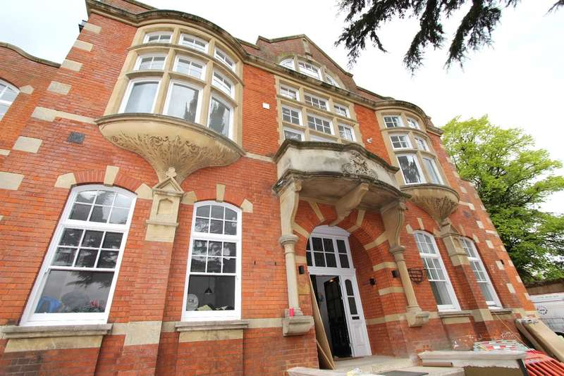 2 Bedrooms Flat for sale in Coombe Road, Kingston Upon Thames
