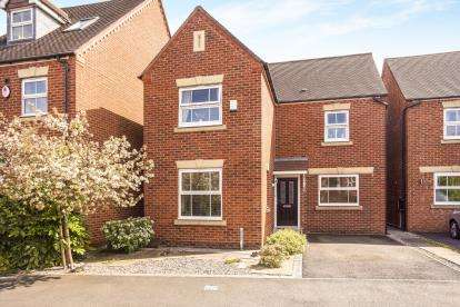 3 Bedrooms Detached House for sale in Great Park Drive, Leyland, PR25