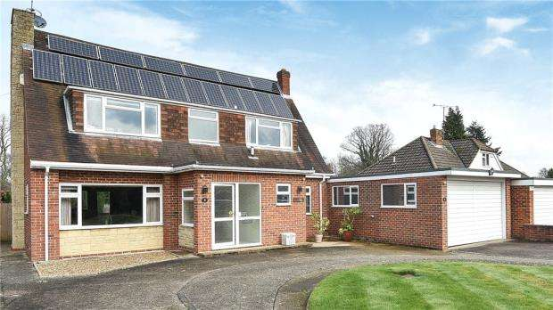 3 Bedrooms Detached House for sale in Copse Mead, Woodley, Reading