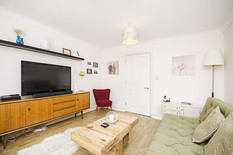 3 Bedrooms Terraced House for sale in Blundell Close, Dalston, E8