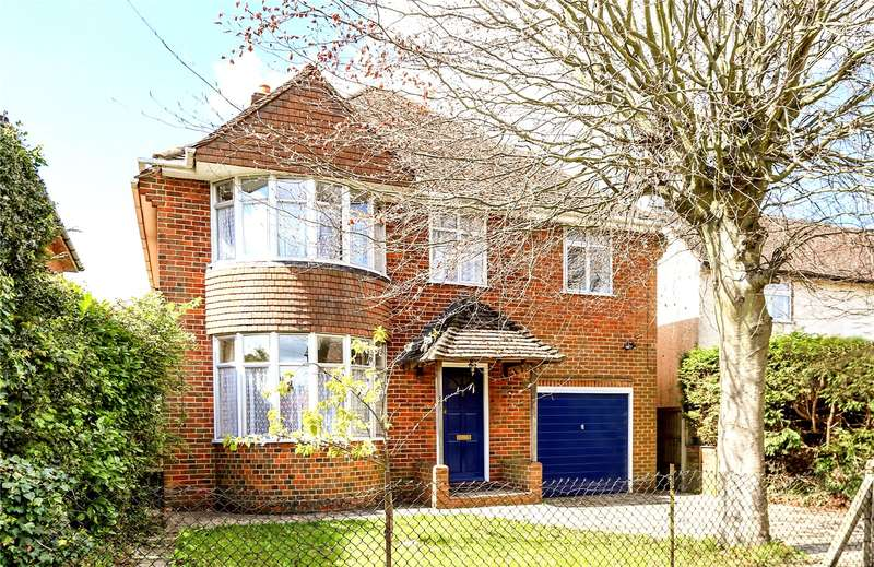 4 Bedrooms Detached House for sale in Green Lane, Farnham, Surrey, GU9