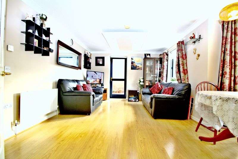 2 Bedrooms Property for sale in Monteagle Way, Hackney, E5