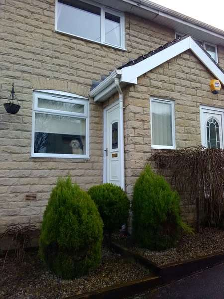 2 Bedrooms Semi Detached House for sale in Castlegate Drive, Bradford, West Yorkshire, BD10