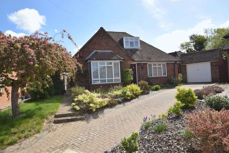 4 Bedrooms Detached Bungalow for sale in Tripps Hill Close, Chalfont St. Giles