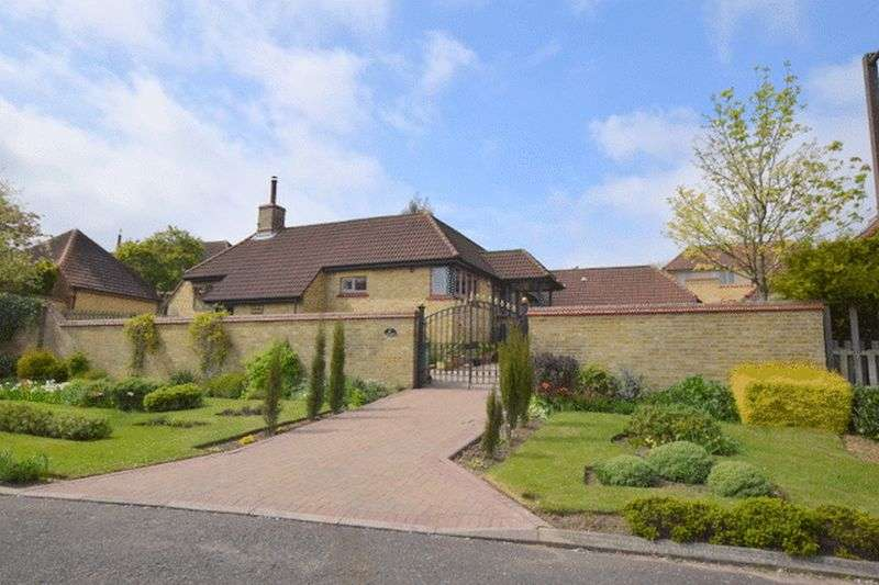 3 Bedrooms Detached Bungalow for sale in Warmington Gardens, Milton Keynes