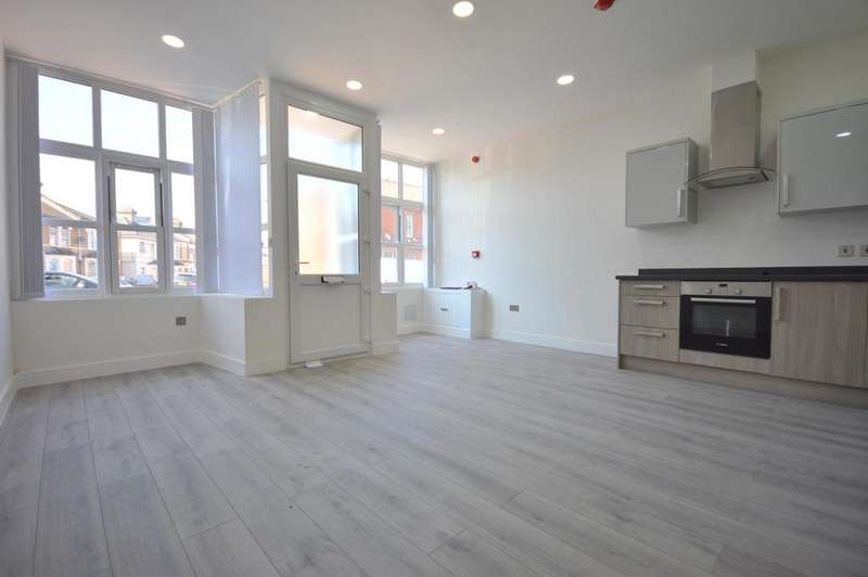 2 Bedrooms Flat for sale in Catford Hill Catford SE6