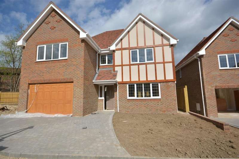 4 Bedrooms House for sale in Campkin Gardens, St Leonards on Sea