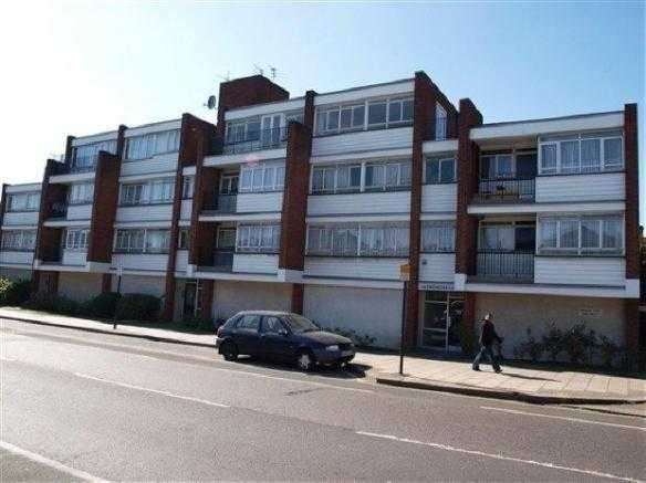 Studio Flat for sale in Chichester Court, Whitchurch Lane, Edgware
