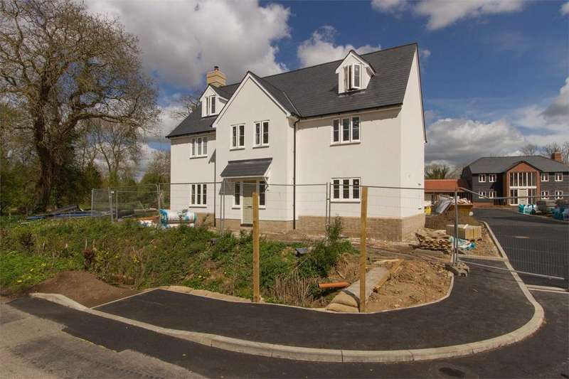5 Bedrooms Detached House for sale in School View, Caston, Norfolk