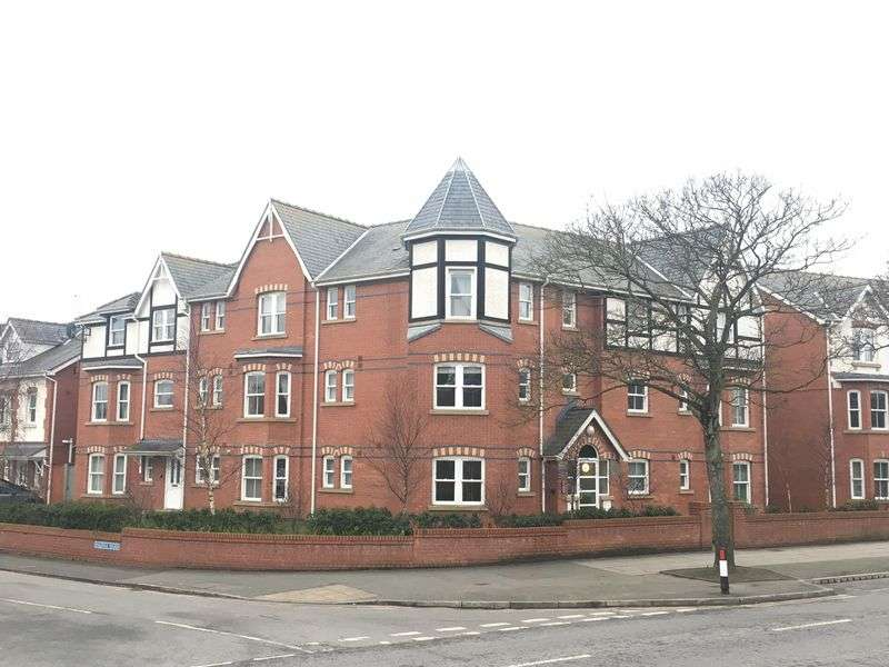 3 Bedrooms Flat for sale in Station Road, Ainsdale, Southport