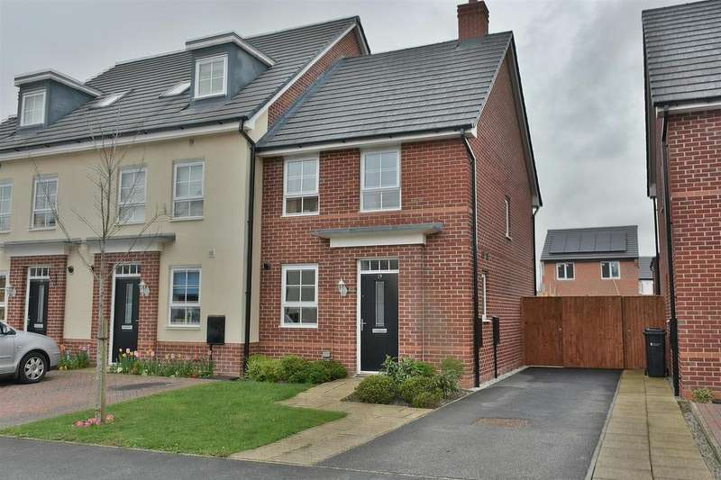 3 Bedrooms Semi Detached House for sale in Silverlea Road, Lostock Gralam