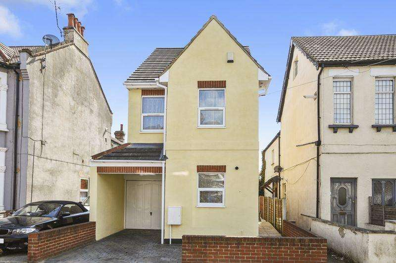 2 Bedrooms Detached House for sale in South Avenue, Southend-On-Sea