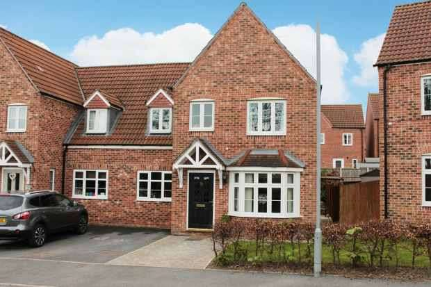 4 Bedrooms Semi Detached House for sale in Lake View, Pontefract, West Yorkshire, WF8 1JJ