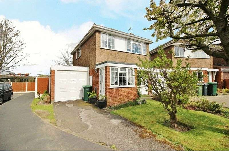 3 Bedrooms Detached House for sale in Shelton Close, Wednesbury