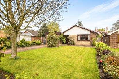 3 Bedrooms Bungalow for sale in St. James Gardens, Leyland, Lancashire, PR26