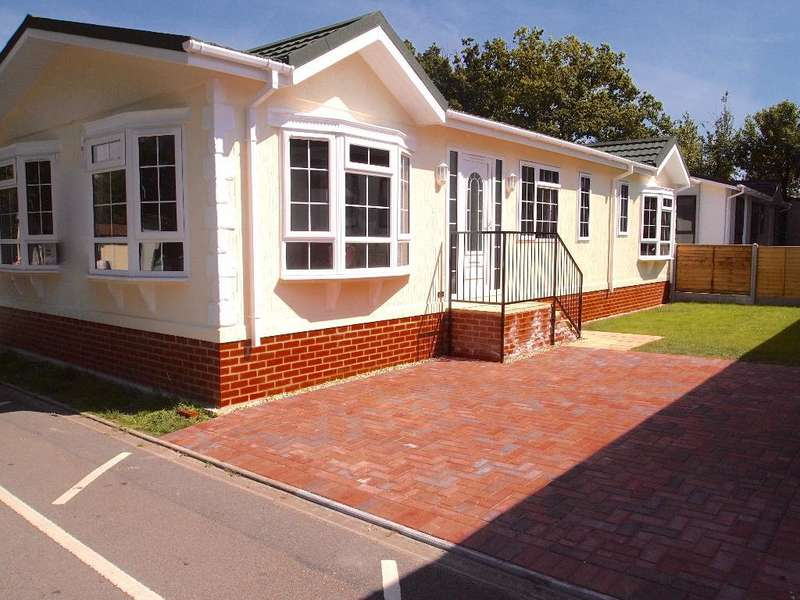 2 Bedrooms Park Home Mobile Home for sale in LO1019, Stoborough, Wareham, Dorset, BH20 5AZ