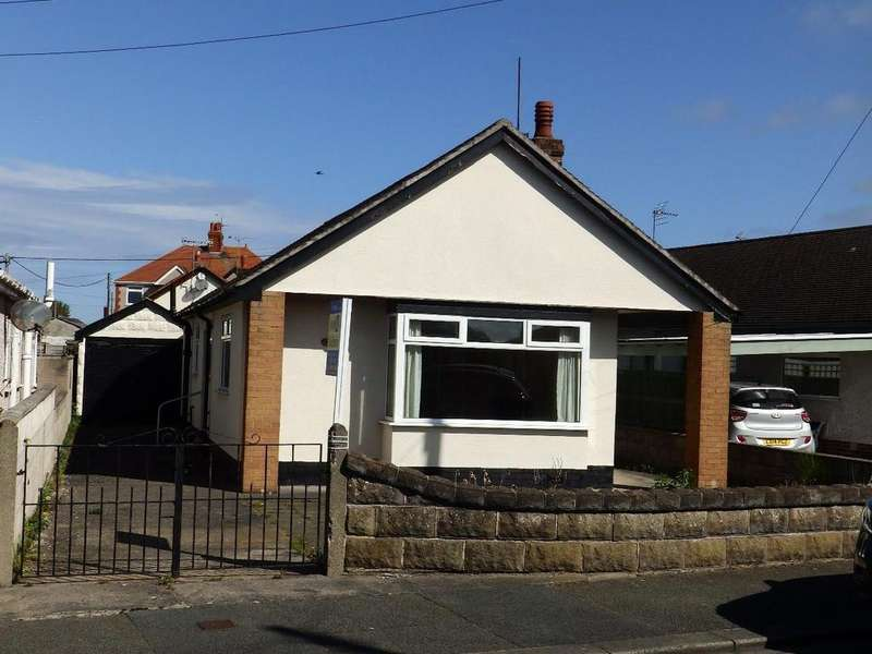 3 Bedrooms Detached Bungalow for sale in Merllyn Road, Rhyl
