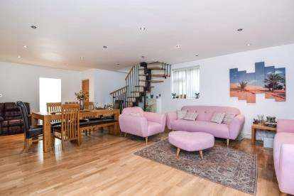 4 Bedrooms Detached House for sale in Abercorn Road, London