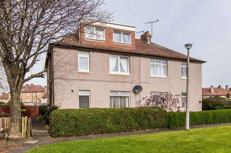 3 Bedrooms Flat for sale in 84 Parkhead Loan, Parkhead, Edinburgh, EH11 4SN