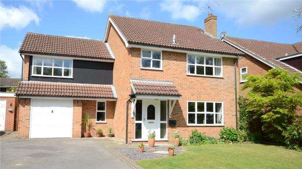 4 Bedrooms Detached House for sale in Washington Gardens, Finchampstead, Berkshire