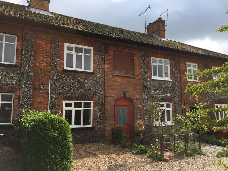 2 Bedrooms Terraced House for sale in New Street, Holt