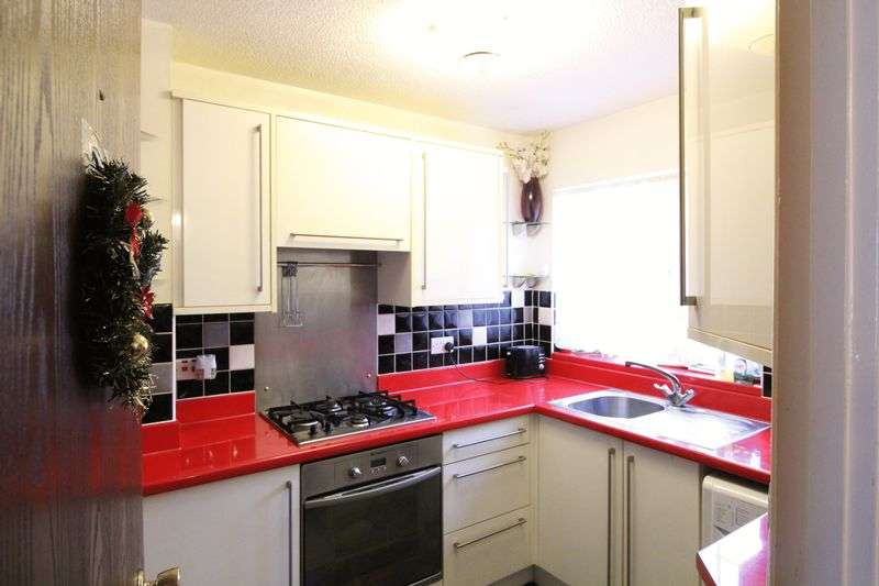 3 Bedrooms Semi Detached House for sale in Three Bed Semi in Biscot