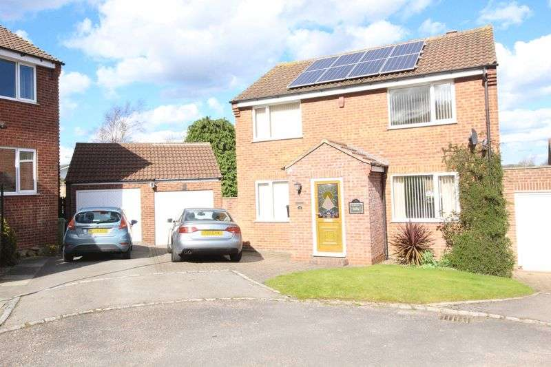 4 Bedrooms Detached House for sale in Lightfoots Close, Scarborough, YO12 5NR