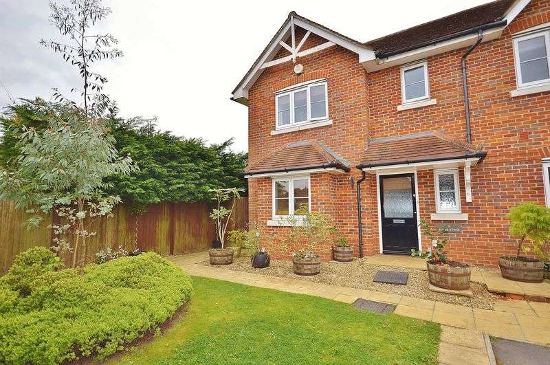 3 Bedrooms Semi Detached House for sale in Saunderton