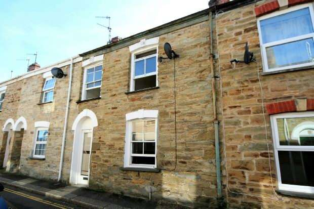 3 Bedrooms Terraced House for sale in St Dominic Street, Truro