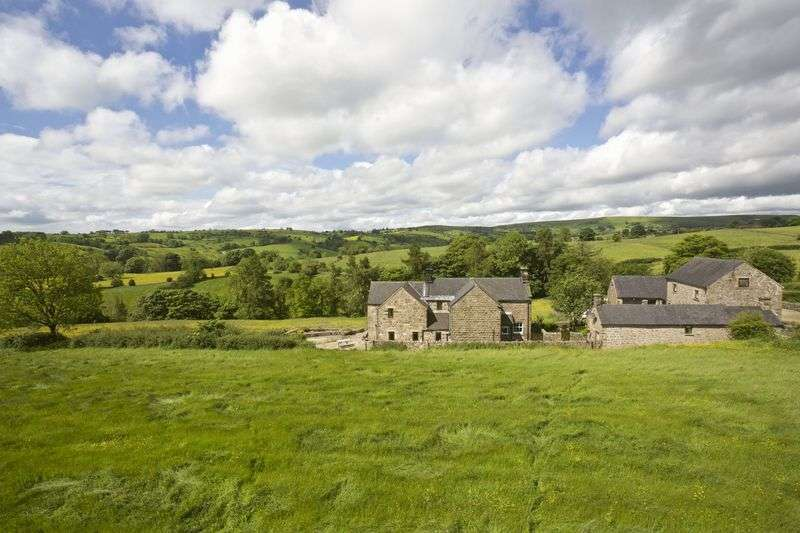 4 Bedrooms Detached House for sale in Warslow, Nr Hartington