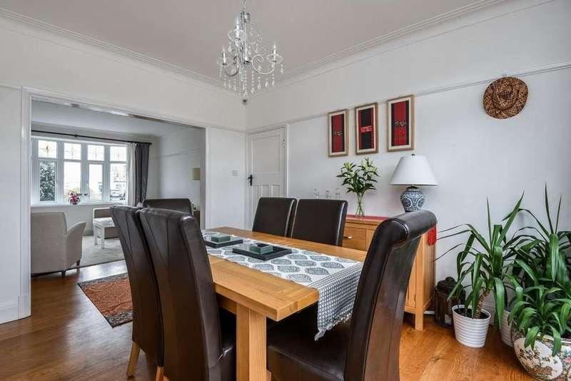 3 Bedrooms Semi Detached House for sale in Leysdown Road, Mottingham, SE9
