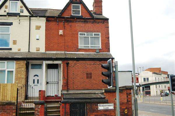 3 Bedrooms Flat for rent in Osmondthorpe Lane, Leeds