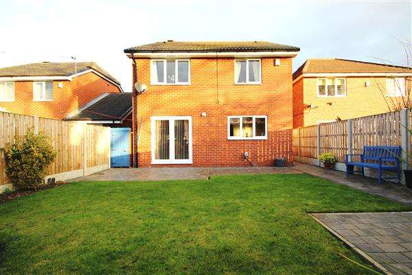 4 Bedrooms Detached House for sale in Daisy Fold, Upton