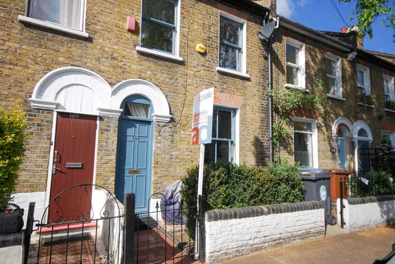 3 Bedrooms Terraced House for sale in Odessa Road, London