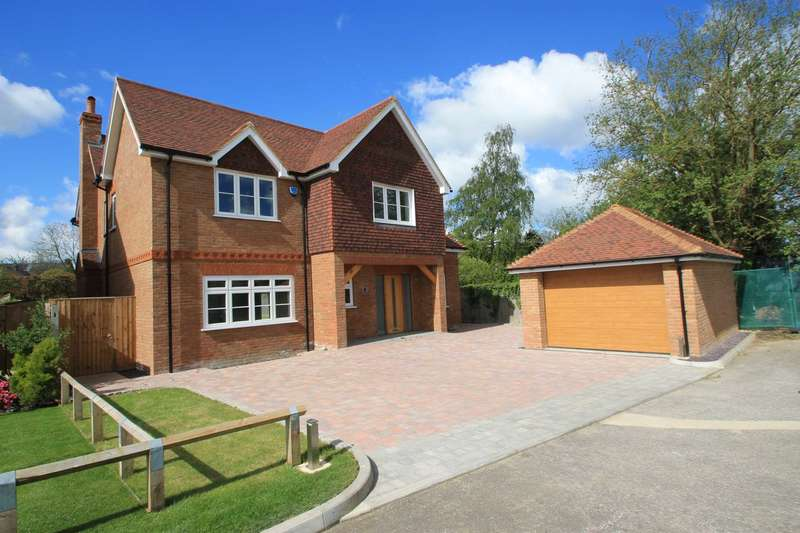 5 Bedrooms Detached House for sale in Plough Orchards, Weston Turville