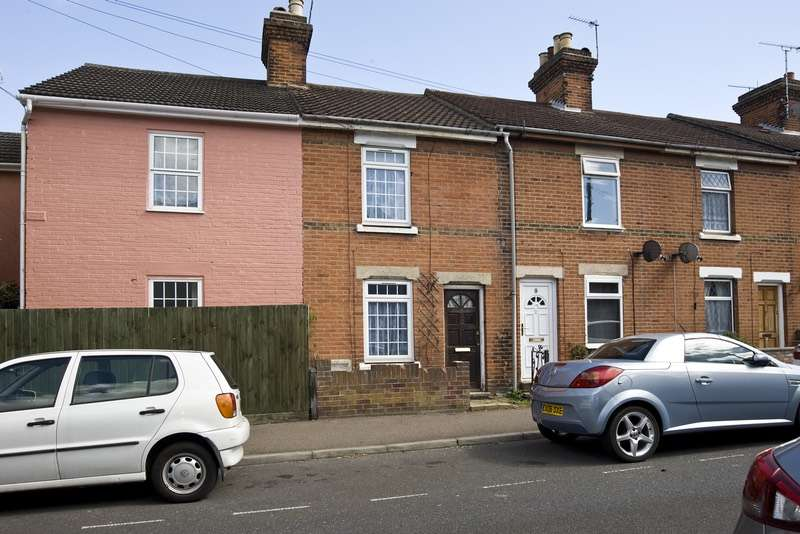 2 Bedrooms Terraced House for sale in Winnock Road, Colchester, Essex, CO1